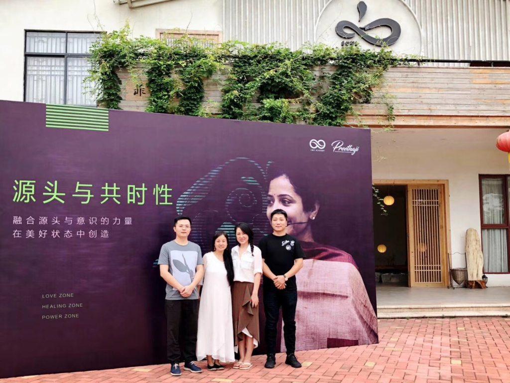 (左起)凡朴创始人曾怀珠先生,心菲梵创始人水晶姐姐,合一系统神仙姐姐王倚天,凡朴顾问苏文先生