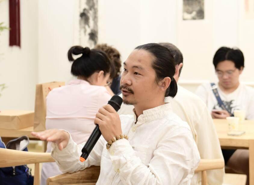 华南师范大学美术学院教授——张海鹏先生