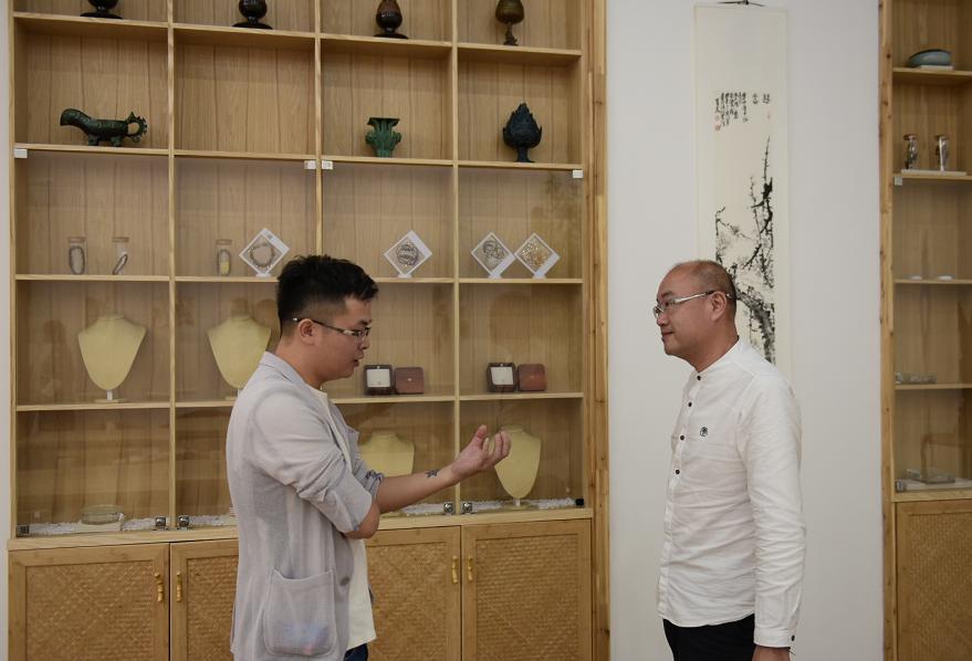 凡朴创始人曾槐铢先生(左)与文龙先生对话