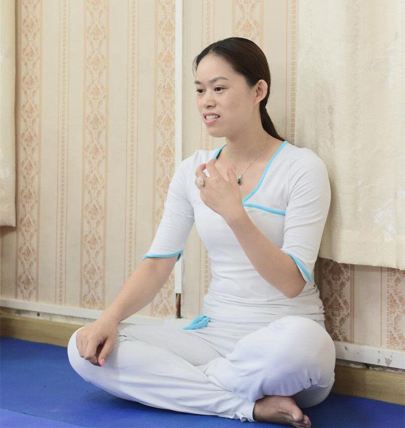 怡园瑜伽馆罗老师